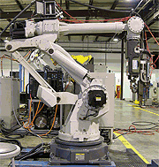 Welding robots can be easily cleaned with dry ice blasting